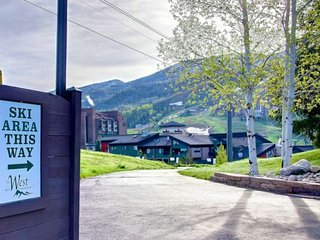 Amazing Location - Steps 2 Ski/Bus/Pool/Hot Tub/Music Fests, Free Ski Storage *