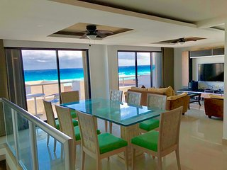 Beautiful & Spacious Apartment Right on the Beach!