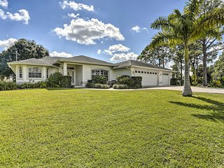Chic Fort Myers Home w/Covered Pool - 3Mi to Shops