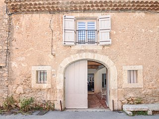 Amazing home in Ferrals les Corbieres w/ Outdoor swimming pool, Jacuzzi and 3 Be