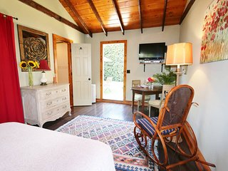 WEST LA-ENTIRE SUITE, COMPLETELY PRIVATE,QUIET,COZY WITH DESIGNER TOUCHES