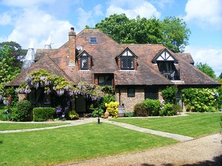 Rye House - 5 Bed Sleeps 12 with stunning views