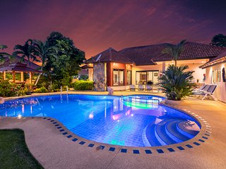 ★★★★★ Villa Pattaya Hill with private pool, minutes away from the beach
