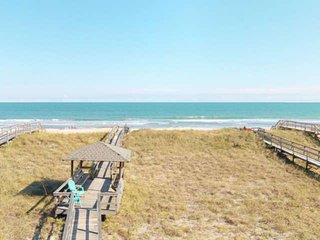Oceanfront, Beautiful Views, Bring the Entire Family! 2 Kitchens, 4 Large Decks,