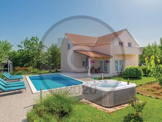 Stunning home in Dugopolje w/ WiFi and 4 Bedrooms (CDE941)