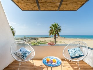 Medea, apartment with sea view just 20 m from the beach