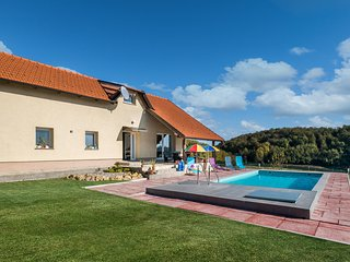 Stunning home in Pregrada w/ WiFi, 4 Bedrooms and Outdoor swimming pool