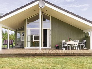 Awesome home in Grenaa w/ Sauna and 4 Bedrooms (E5194)