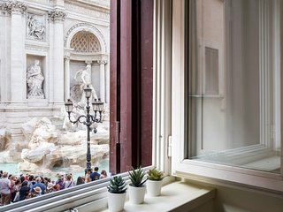 Trevi Fountain Experience - Your Home in Rome- A Unique View of the Fountain