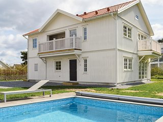 Beautiful apartment in Fjällbacka w/ Outdoor swimming pool and 3 Bedrooms (S541