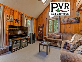 4BR Cranmore Birches! Fireplace, Cable, WiFi, Hot Tub on the Deck! Sleeps 10!
