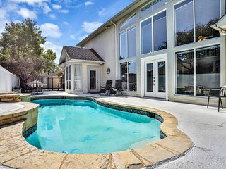 Luxurious home w/fireplaces, a bar, private pool, & firepit - dogs OK!