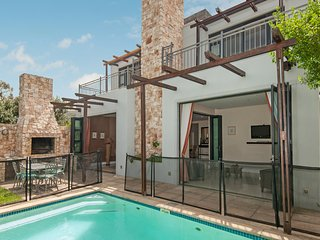 Stylish family home with private pool, balcony, bbq, Wi-Fi & Mountain views