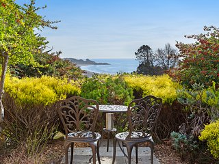 Updated, dog-friendly home w/ a large deck overlooking the ocean