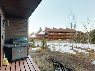 Inviting & homey condo w/private grill & fireplace - Shared hot tub & pool