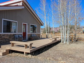 Mountain view cabin w/ wood stove & expansive deck - walk to Hatcher Reservoir