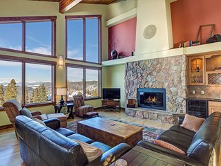 Spacious & pristine home w/ monumental mountain views