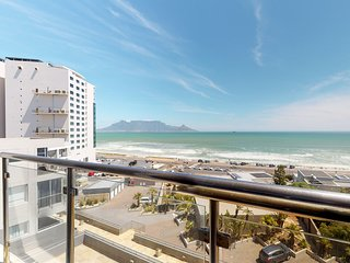 Magnificent views, fitness center, rooftop pool & walk to beach