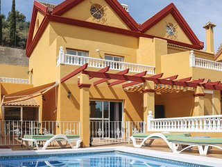 Stunning home in Benalmadena Costa w/ Outdoor swimming pool, WiFi and 4 Bedrooms