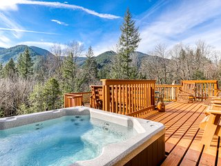 Beautiful, dog-friendly cabin w/ stunning mountain views plus a dry sauna!