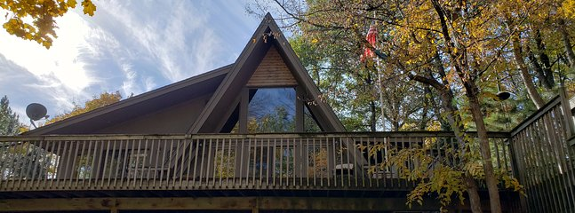 Treehouse: 4.5 acre sanctuary with views of Sugar Lake