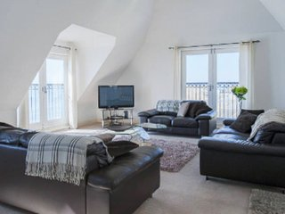Luxury Seaside Apartment  - Harbour View - Sleeps 6