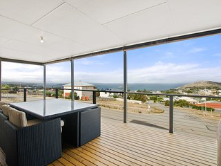 15 Millard Court - Panoramic Sea Views in a Quiet Location