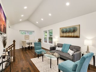 Spotless Greenwood Craftsman-Great for Business Trips, Minutes to City Center
