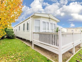 Luxury 6 berth dog friendly caravan with decking in Norfolk ref 70014G