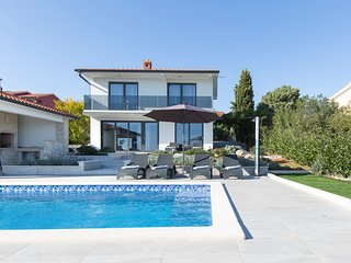 Villa with pool and nice sea view near Labin 599