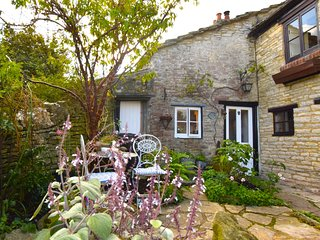 76804 Cottage situated in Swanage
