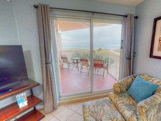 New Listing! Beachfront Private Balcony Views. Top Floor. Great Location. Heated