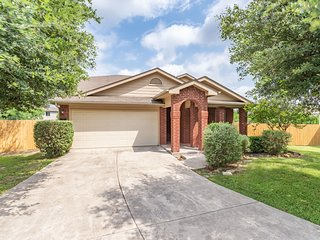 Luxury Home near Lackland & Sea World w/Game room
