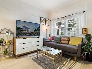 Perfectly Located, Chic and Modern St Kilda Apartment