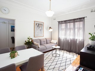 Ideal Bondi Lifestyle Unit Near Beach w Parking