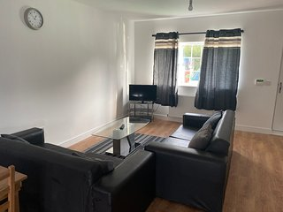 ***LOVELY HOUSE*** Free Parking - IDEAL STAY