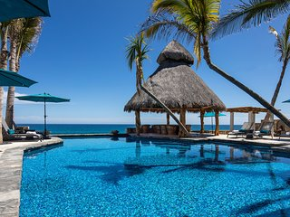 Beachfront Private Villa, Concierge, Housekeeping Staff, Pool and Jacuzzi