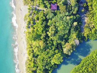 Beach house between mangrove and Golfo