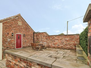 APPLE TREE COTTAGE, open plan living, countryside views, York 5 miles, Ref