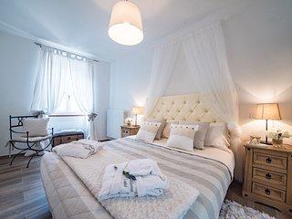 Cheri Home Assisi ...Elegante appartamento nel centro storico di Assisi.