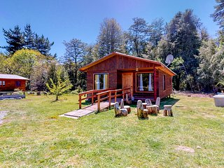 Secluded & accessible dog-friendly cabin w/shared outdoor hot tub & pool!