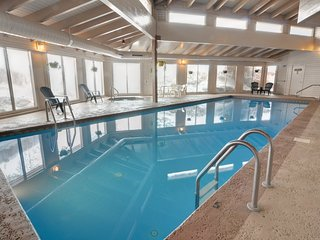 Comfortable, family-friendly mountain condo w/shared pool, hot tub, & sauna
