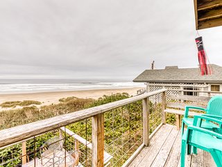 Charming dog-friendly cottage w/breathtaking views & great beachfront location!