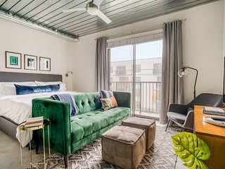 Lodgeur | Stylish & spacious studio loft | Midtown