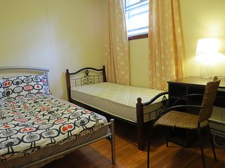 Private double room #B22t in house for rent! Good traffic location close metro