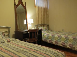 Private room #B41t in house for rent! Good traffic location close metro