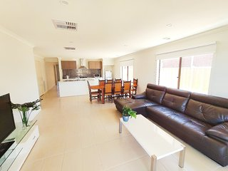 Comfortable Quiet 5Bedroom House Werribee Melbourne 6mins to Shopping Centre别墅
