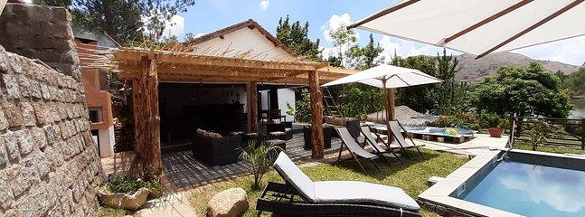 Piscine partagée et terrasse du restaurant
