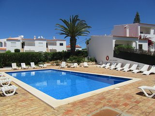 Casa Brae - 2 Bedroom Apartment with Air Con, Wi-Fi, Near Beach