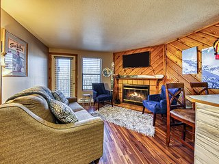 NEW LISTING! Condo w/ shared pool, hot tub & game room - walk to lifts!